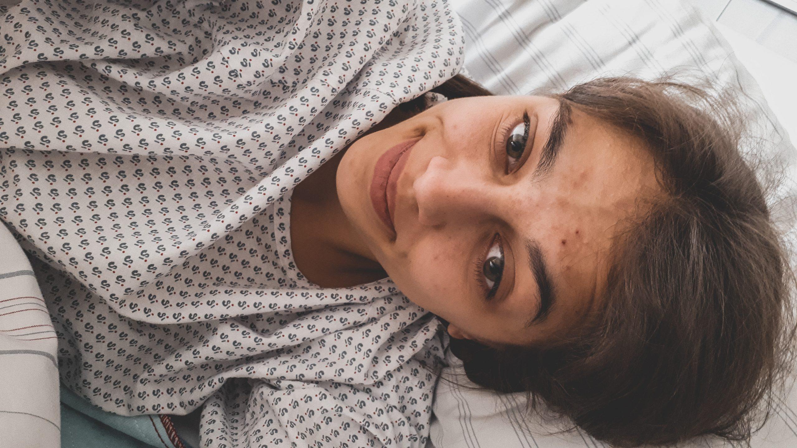 Das Bild zeigt Monique, die heute ihre Endometriose-Geschichte erzählt.