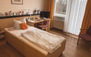 Zimmer in der Reha-Klinik Bad Schmiedeberg